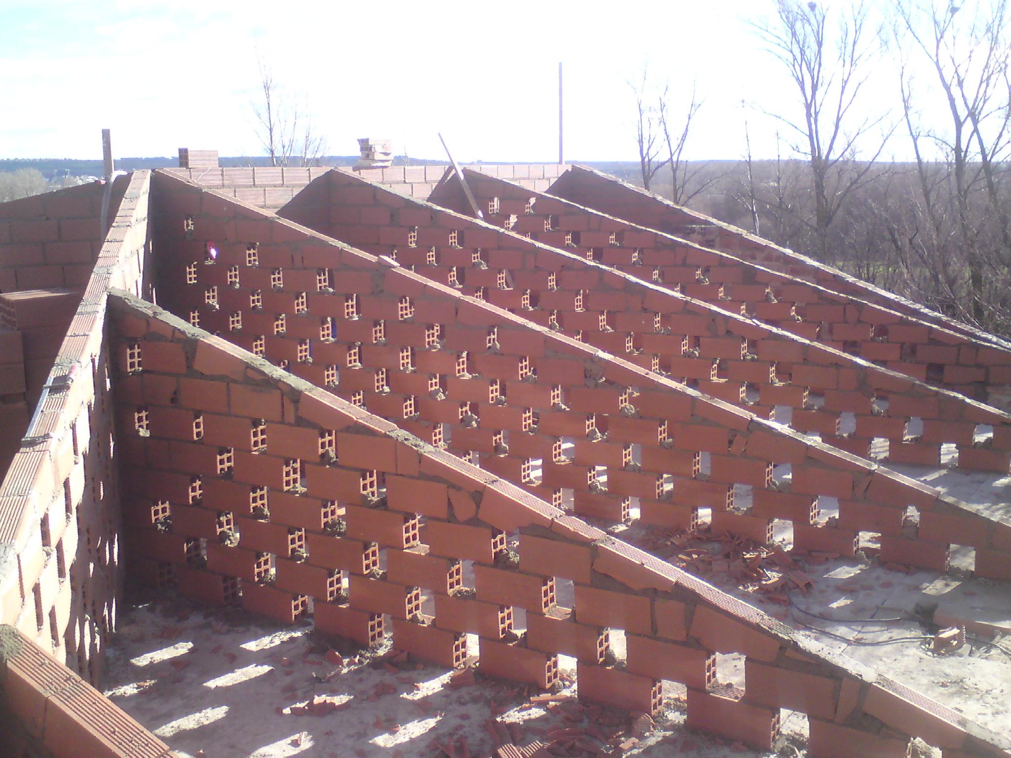 Construimos tejados con estructuras de ladrillo reformas for Imagenes de tejados de madera